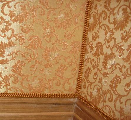 Как обить стены тканью?