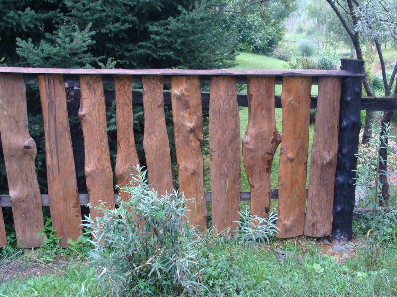 Как сделать забор на даче дешево своими руками