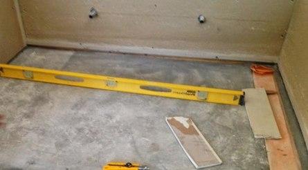Как выровнять бетонный пол под настил ламината