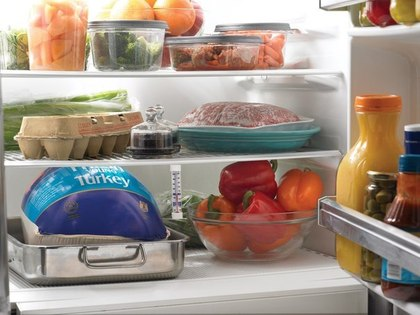 Избавляемся от неприятного запаха в холодильнике