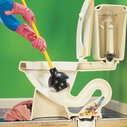 Как самостоятельно прочистить унитаз от засора