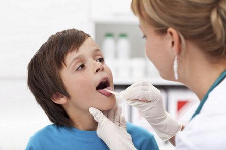 Как устранить боль в горле у ребёнка народными способами?