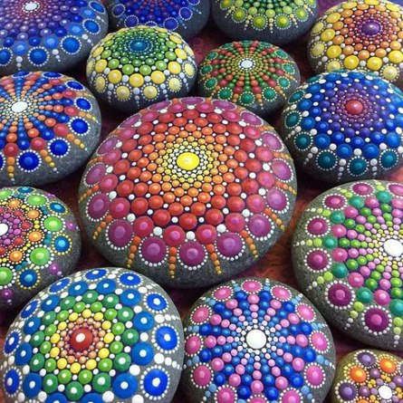 Как красиво расписать камушки