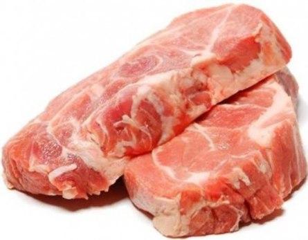 Тушёная свинина с солёными огурцами и свёклой