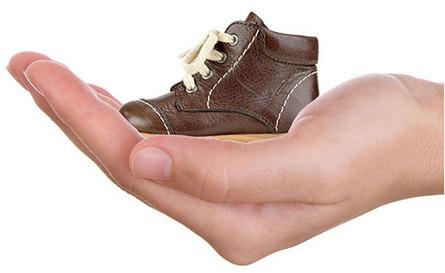 Первые шаги: какая обувь нужна ребёнку?