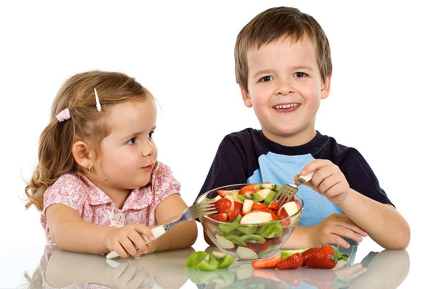 Дети кушают фрукты картинки для детей