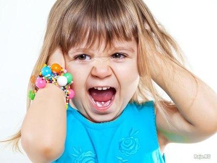 Ребёнок закатывает истерики - что делать?