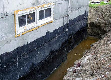 Грунтовая вода в цокольном этаже: что делать?