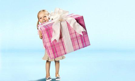 Как можно вручить подарок ребёнку